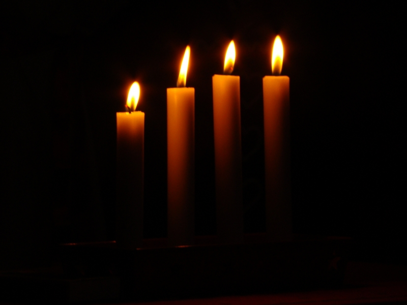 2278136-candles-in-the-dark